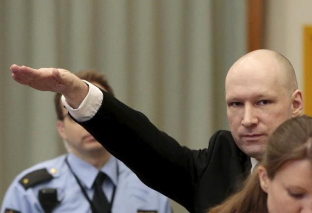 Mass killer Anders Behring Breivik raises his arm in a Nazi salute as he enters the court room in Skien prison, Norway March 15, 2016.  REUTERS/Lise Aserud/NTB Scanpix
