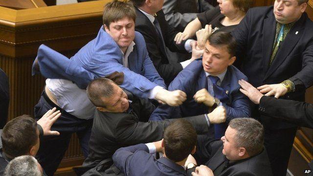 Ποιος ο λόγος πρόβλεψης της «βουλευτικής ασυλίας»;