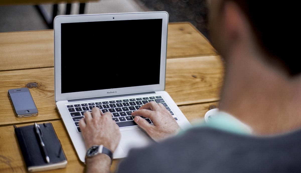 Μήπως…θα έπρεπε να απαγορευτούν τα laptops & tablets στα αμφιθέατρα;