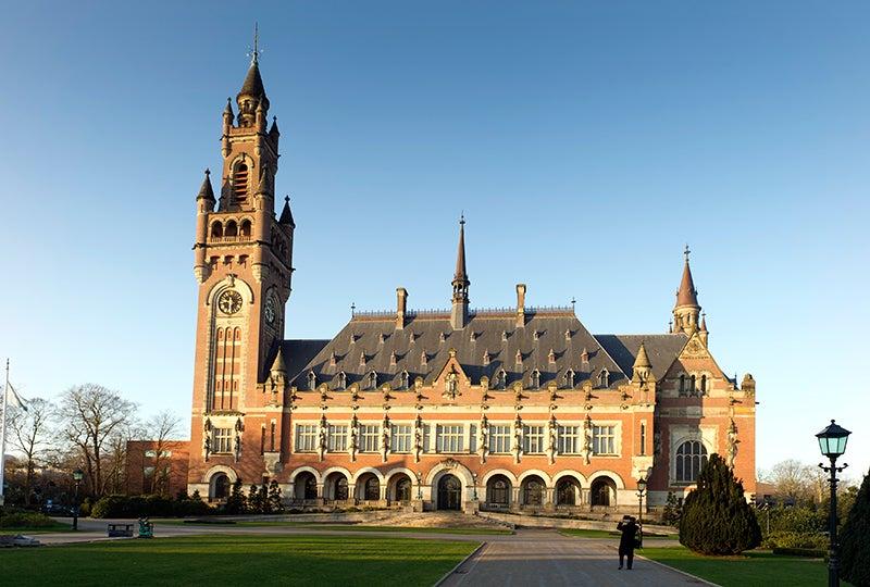 Ποια είναι η πρώτη Ελληνίδα νομικός που θα διδάξει στην Ακαδημία της Χάγης;